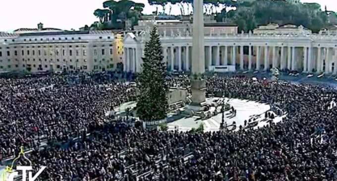 El Papa en el ángelus: En Reyes, el regalo es el mismo Jesús