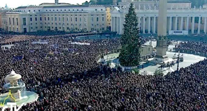 El Papa en el ángelus: 'El 2017 será bueno si nosotros hacemos el bien día a día'
