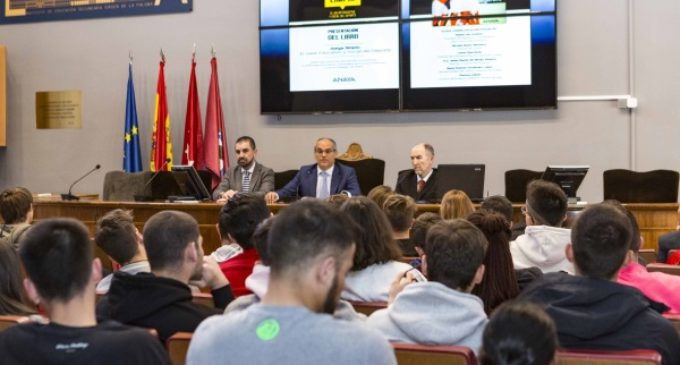 Los institutos madrileños disponen de un nuevo libro sobre el valor educativo y social del deporte