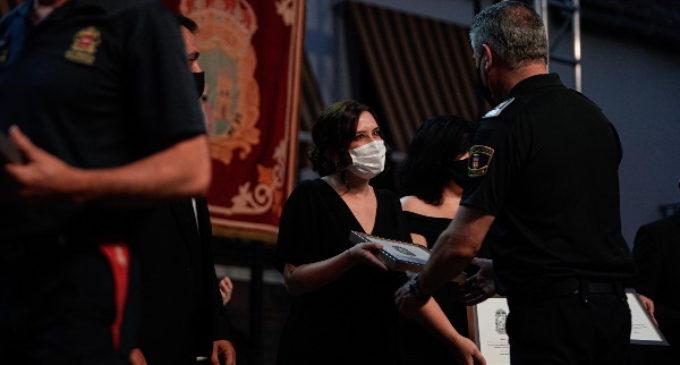 """Díaz Ayuso: """"Los jóvenes honran a las víctimas demostrando su responsabilidad en la lucha contra el COVID-19"""""""