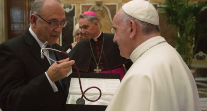 Francisco recuerda a los médicos que 'la compasión no es lástima, es padecer-con'