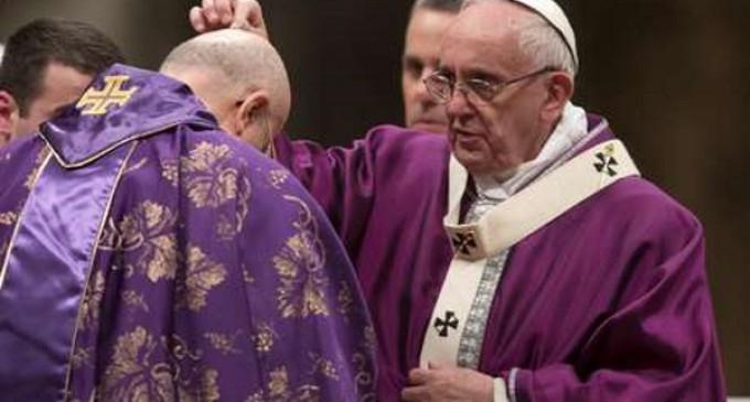Francisco en la misa del Miércoles de Ceniza en San Pedro: Dios nos invita a dejarnos perdonar con confianza