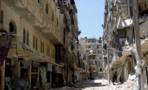 La población de Alepo, atrapada, bajo los ataques y luchando por sobrevivir tras el cerco del este de la ciudad