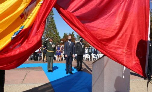La bandera de España ondea desde hoy en todos los accesos de entrada a Majadahonda