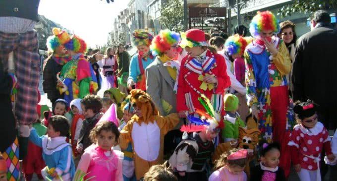 Concurso infantil de disfraces, un espectáculo de pompas y pasacalles para que los niños celebren el Carnaval