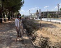 Comienza la renovación del vallado del Monte del Pilar que linda con las vías del ferrocarril