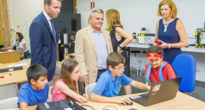 El Alcalde, Narcisco de Foxá, visita las Escuelas Tecnológicas de Majadahonda