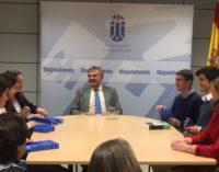 Majadahonda: El Alcalde recibe a los ganadores del Torneo Inter-municipal de Debate de la Universidad Francisco de Vitoria