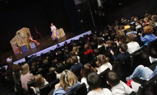"""Majadahonda: Más de un millar de alumnos disfrutan del teatro y aprenden valores con """"La Bruja Adelina"""""""