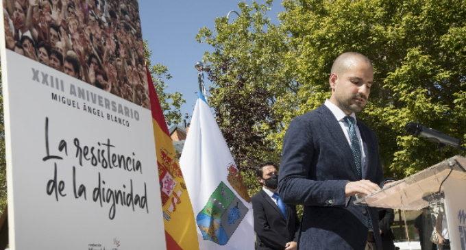 """Álvarez Ustarroz reafirma el """"compromiso inquebrantable"""" de Majadahonda con la democracia y la libertad"""