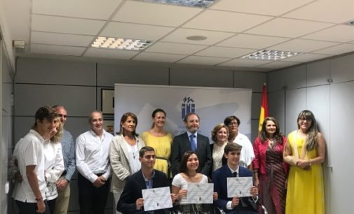 Tres alumnos de Majadahonda reciben becas de excelencia para estudiar en la Universidad Francisco de Vitoria