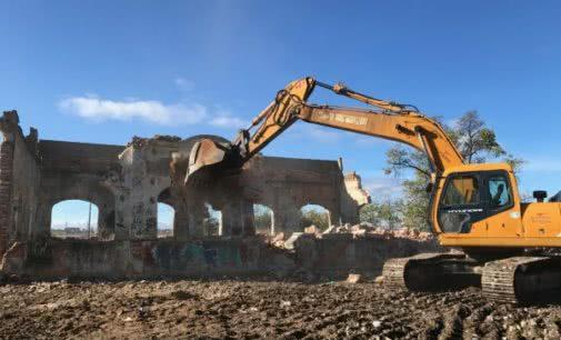 Majadahonda: El Ayuntamiento derrumba el antiguo edificio de Radio Argentina