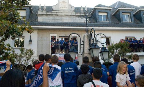 Majadahonda: Centenares de majariegos arroparon al Rayo Majadahonda para celebrar su ascenso a Segunda