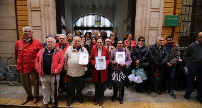 MasLibres.org entrega a la Junta de Andalucía más de 62.000 firmas que le exigen que retire la multa a 13 monjas de clausura