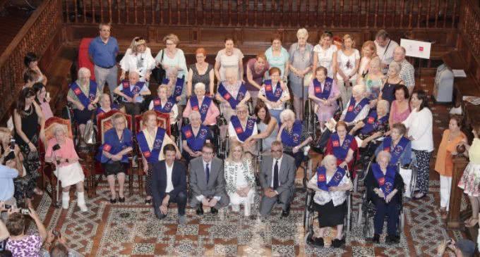 Cristina Cifuentes revela, en el homenaje a mayores de 100 años, que en Madrid hay dos mil personas centenarias