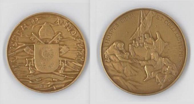 Vaticano: acuñan medallas por el quinto año del pontificado de Francisco