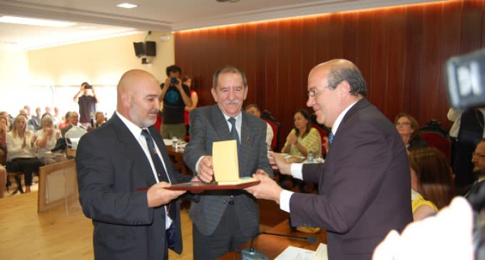 El Escorial condecora a los bomberos de la Comunidad de Madrid