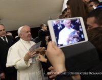 """El Papa explica que la vida del hombre no es """"una crónica aséptica de acontecimientos"""""""