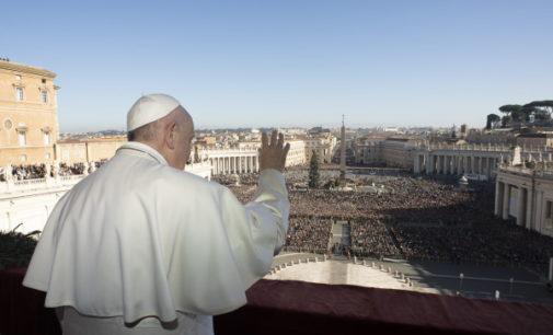Mensaje del Papa en Navidad: «Que el Emmanuel sea luz para toda la humanidad herida»