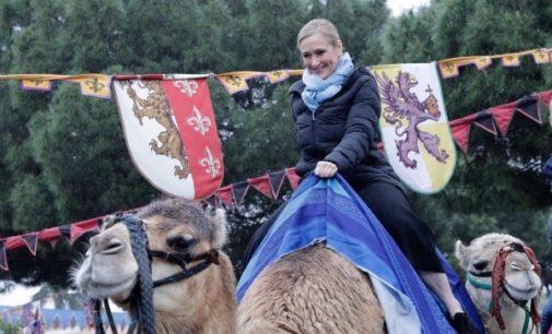 Cifuentes visita el mercado medieval de El Álamo