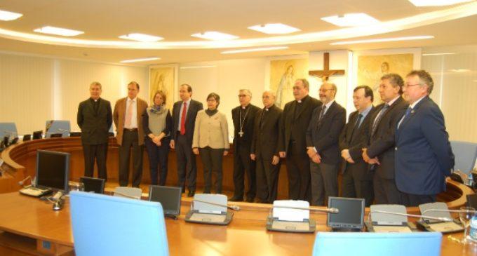 La mesa de unidad católica por el pacto educativo acuerda dar mayor protagonismo a los padres