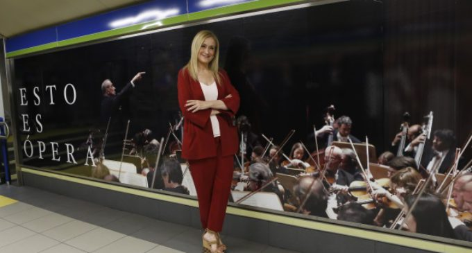 Cifuentes acerca el Teatro Real a los madrileños tematizando la estación de metro de Ópera