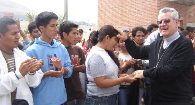 Mons. Irízar Campos: El 'Obispo charapa' que vive en el corazón de los peruanos
