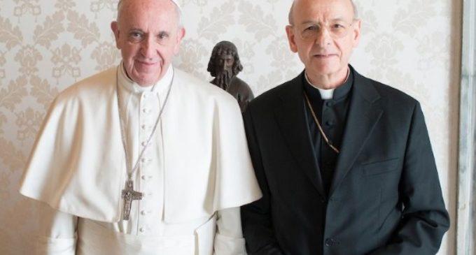 Francisco al prelado del Opus Dei: prioridad a las 'periferias' profesionales y de la clase media