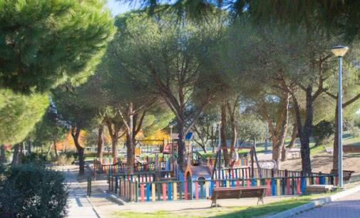 El Ayuntamiento de Majadahonda repara 400 metros cuadrados de vallas en el Monte del Pilar