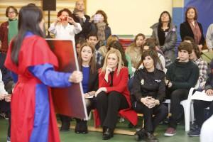 """CIFUENTES MANTIENE UN ENCUENTRO CON ALUMNOS DE EDUCACIÓN SECUNDARIA QUE PARTICIPAN EN LOS TALLERES """"EDUCAR EN IGUALDAD"""" La presidenta de la Comunidad de Madrid, Cristina Cifuentes, mantiene un encuentro con alumnos de secundaria del Instituto Gregorio Marañón, que hoy participan en los talleres """"Educar en Igualdad"""", una iniciativa que desarrolla la Consejería de Políticas Sociales y Familia, en colaboración con la Consejería de Educación, para promocionar y sensibilizar a los jóvenes sobre la igualdad de oportunidades entre hombres y mujeres, con el objetivo de prevenir posibles situaciones de desigualdad en la etapa adulta. Este encuentro se produce en el marco de las actividades organizadas con motivo del Día Internacional de la Mujer.  Foto: D.Sinova / Comunidad de Madrid"""