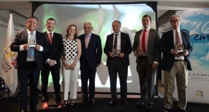 Sánchez Martos entrega el Premio al Neumólogo del año a José María Pino