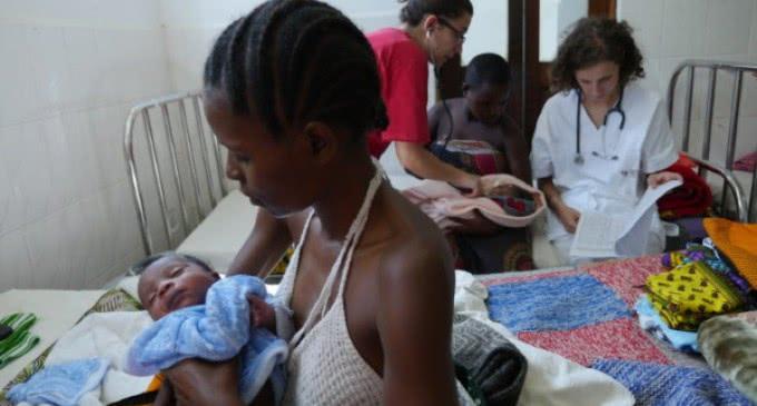 El cardenal Turkson: 'La atención médica para los niños enfermos de Sida es aún un privilegio para pocos'