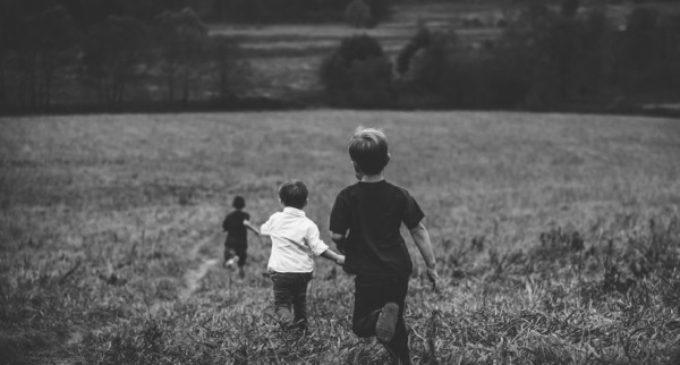 Los padres con niños consentidos producen adolescentes agresivos. Ambos se convierten en víctimas