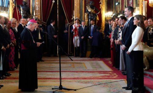 El nuncio apoya al Rey: «España es una realidad a la que no se debe renunciar»