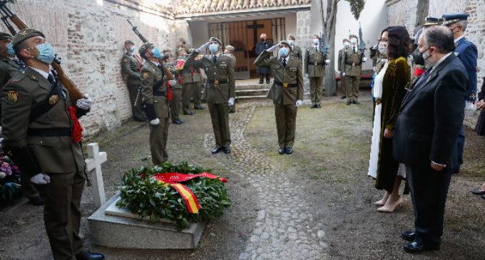 Díaz Ayuso preside la ofrenda floral a los Héroes del 2 de Mayo en el Cementerio de la Florida