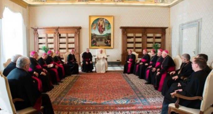 A los obispos eslovacos: La Iglesia está llamada a proclamar y testimoniar la acogida de los migrantes