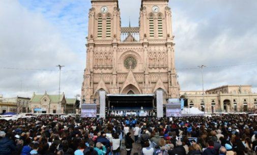 Los obispos argentinos, «perplejos y doloridos» ante la ley del aborto, mientras artistas españoles hacen campaña a favor