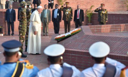 Bangladesh: Visita del Papa al Monumento de los Mártires de Savar