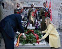 Cifuentes, en la ofrenda floral a los héroes del 2 de mayo en el Cementerio de la Florida