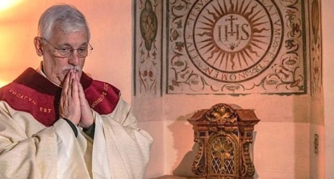El Papa se reúne con el nuevo superior general de los jesuitas, el padre Arturo Sosa