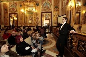 """FERNÁNDEZ DE CÓRDOVA INAUGURA """"NAVIDAD EN PALACIO"""" La directora de la Oficina de Cultura y Turismo, Anunciada Fernández de Córdova, inaugura el programa de visitas teatralizadas """"Navidad en palacio"""". Esta iniciativa, promovida por la Dirección General de Patrimonio Cultural, comprende un ciclo de representaciones teatrales, interactivas y de carácter gratuito, en los palacios de los duques de Santoña y de Fernán Núñez.  FOTO MIGUEL BERROCAL/COMUNIDAD DE MADRID"""