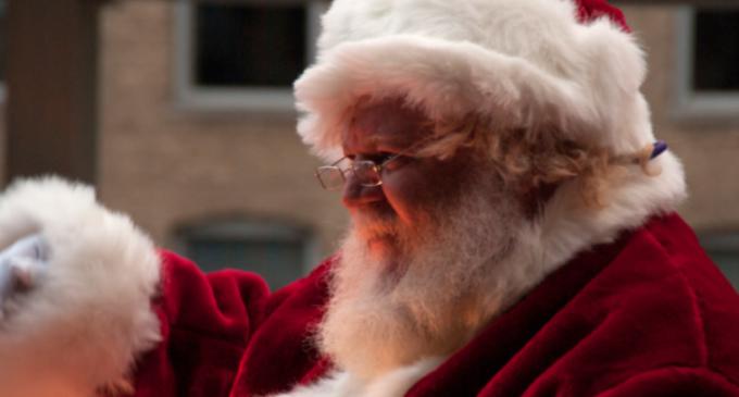 Indonesia: prohiben a los musulmanes vestirse de Papa Noel