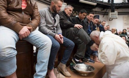 Jueves Santo: El Papa lavó los pies a 12 detenidos de 'Regina Coeli'