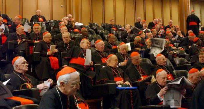 El Papa habla a los Padres Sinodales: Estamos recorriendo un camino juntos