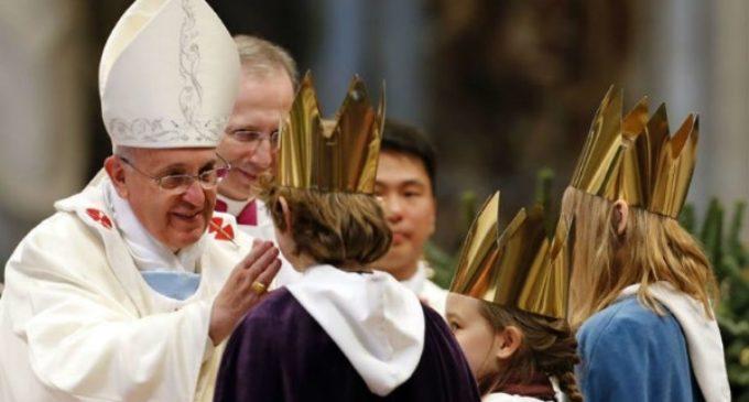 El Papa critica a quienes, como los sacerdotes y escribas, «hablan pero no rezan, se quejan pero no hacen el bien»