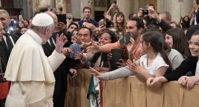 'Todos los jóvenes tienen algo que decirle a los otros, a los ancianos a los obispos y al Papa'