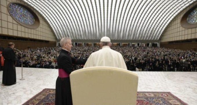 Francisco invita a no poner la seguridad en ídolos que llevan por el camino equivocado