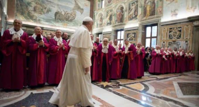 El Papa al Tribunal de la Rota: No encerréis la salvación de las personas dentro de las constricciones del legalismo