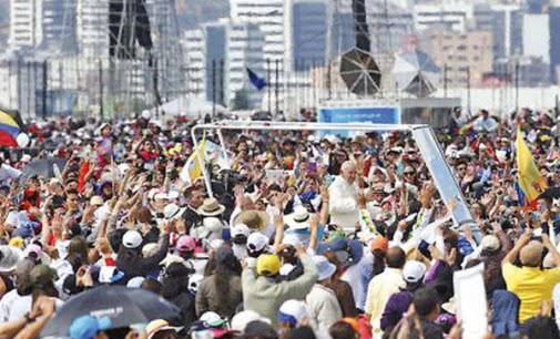 El Papa inicia en Ecuador su viaje apostólico a América Latina que también le llevará a Bolivia y Paraguay