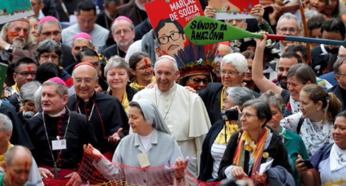 Y el Vaticano se cubrió de penachos